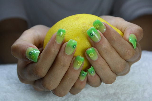 zelené nehty