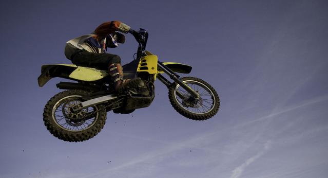 skok na motorke.jpg